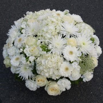 Coussin enterrement de fleurs blanches