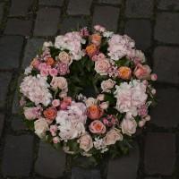 Couronne mortuaire rose clair
